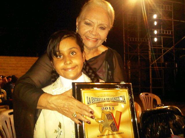 Lucia recibe estrella de Venezuela con MARIA LAYA